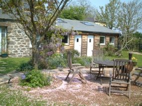 The Hen House Dog Friendly Bed & Breakfast Helston Cornwall - Pet Friendly Holiday Finder